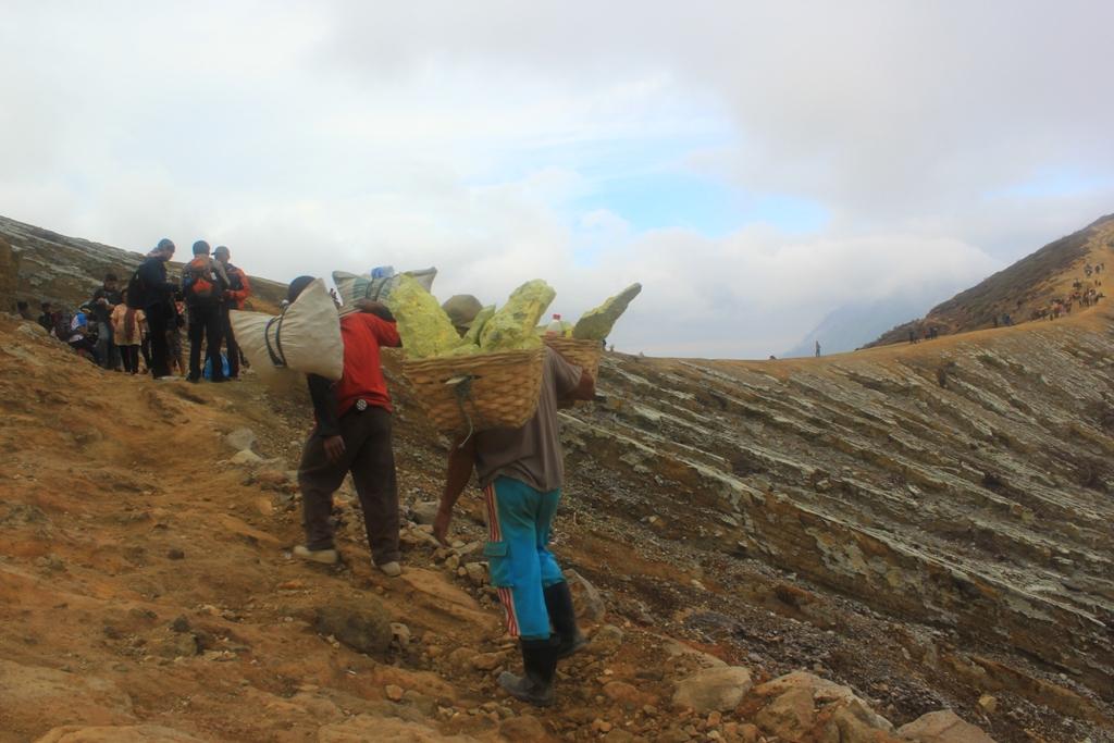 ijen volcano banyuwangi
