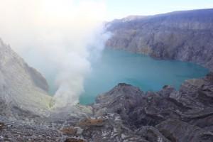 22 ijen crater