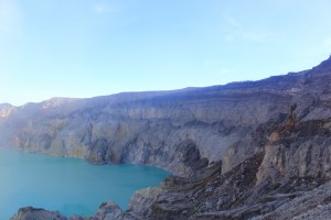 23 ijen crater